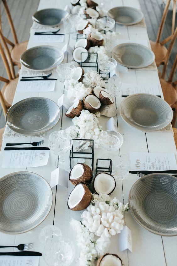 Kokosnüsse und Korallen - Hochzeit Tischdekoration