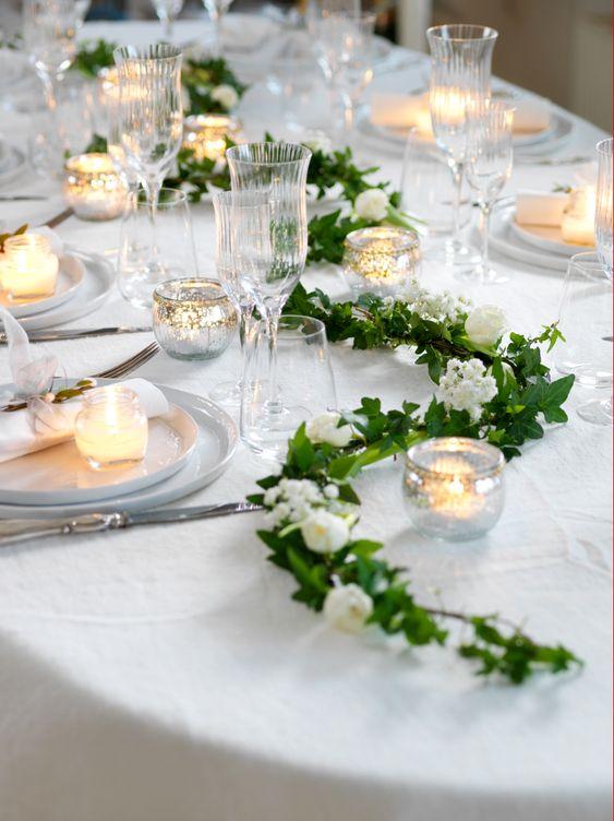 Hochzeitstisch dekorieren mit Efeu und Kerzen