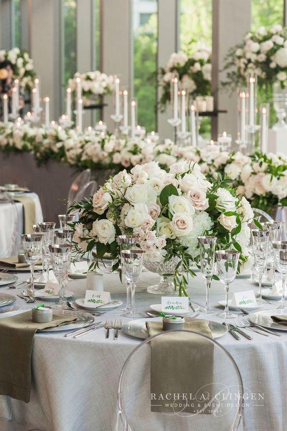 Hochzeit Tischdeko selber machen – Rosenbouquets und Kerzen