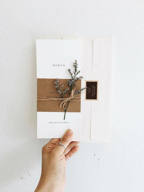 Vintage Hochzeitseinladung mit Blumenzweig