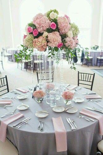 Hortensien und Kristall - Hochzeitstisch dekorieren