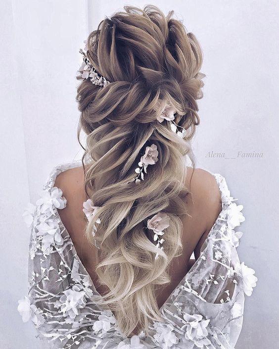 Femininer Seitlicher Zopf - Frisuren für Hochzeit