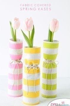 Mit Stoff bezogene Vasen - Frühling Tischdeko Ideen mit Blumen
