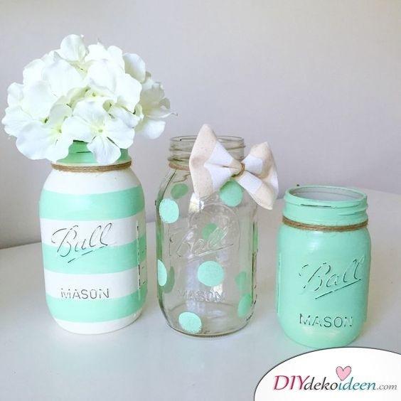 Frühlingstisch dekorieren mit DIY Vasen aus Einmachgläsern