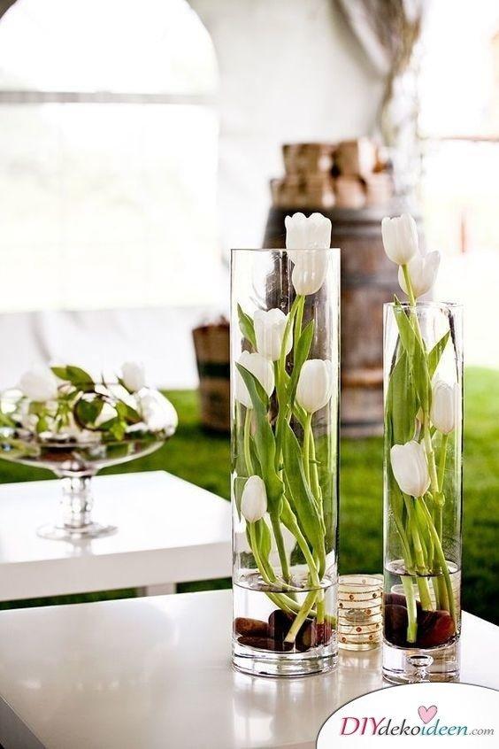 Stilvolle Frühlingsdeko – Glasvasen mit Tulpen