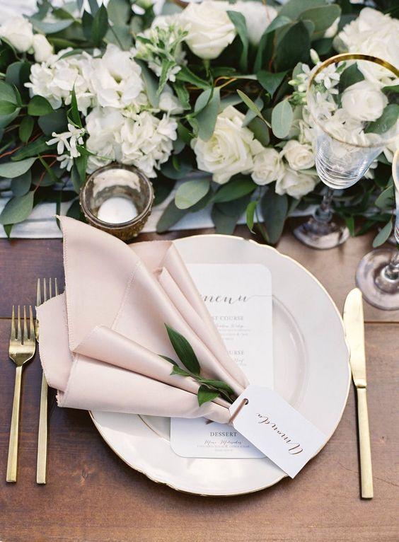 Elegante Stoffservietten falten zur Hochzeit