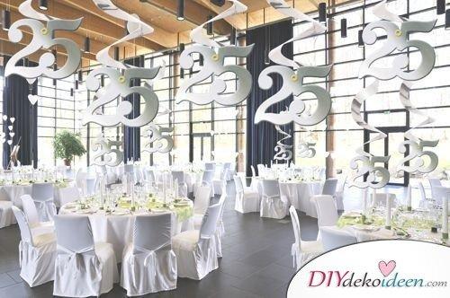 Ideen zur Silberhochzeit – geschmückter Saal