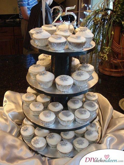Dekorierte Muffins zum 25. Hochzeitstag