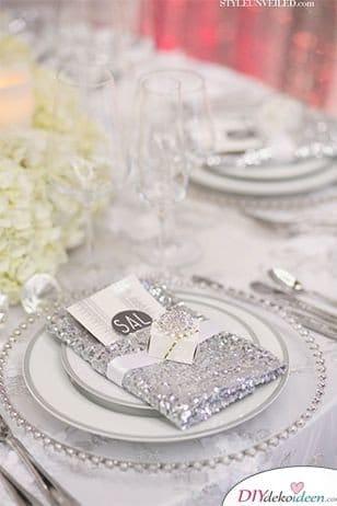 Glitzernde Servietten zur Hochzeit