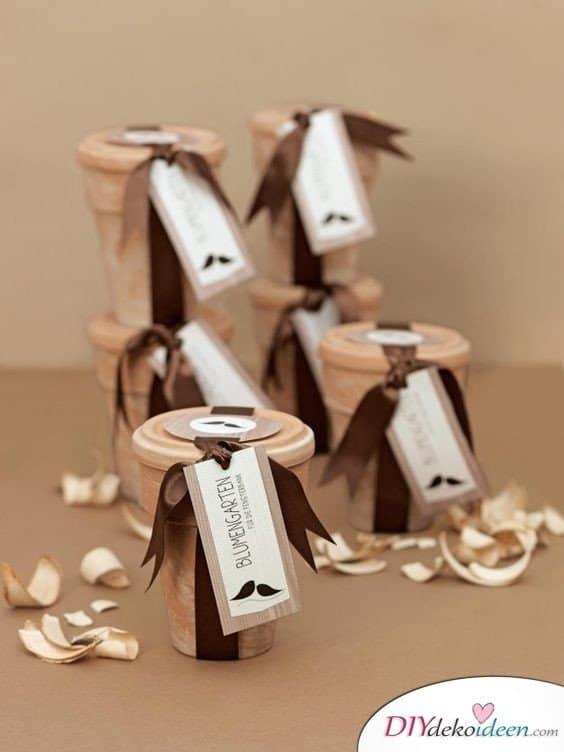 Blumengarten im Pappbecher - Gastgeschenke zur Hochzeit