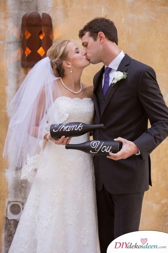 Dankeskarten Hochzeit selbst gestalten mit Weinflaschen