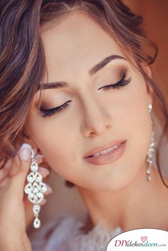 Ein Hauch von Make up für die Hochzeit