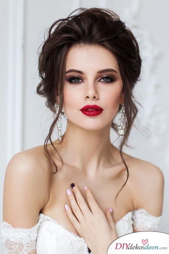 Hochzeits Make up mit betonten Augen und rotem Kussmund