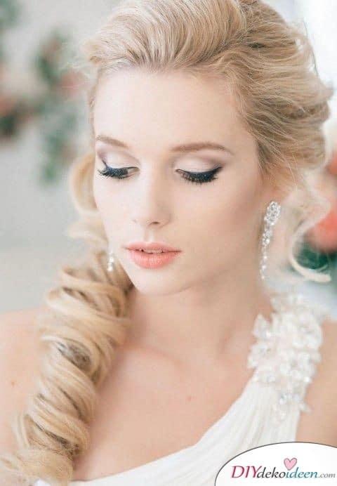 Zarte Lippen und Katzenaugen - Braut Make up