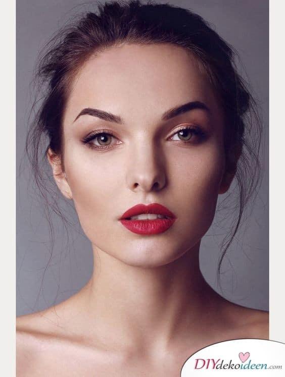 Rote Lippen und ein schöner Augenaufschlag schminken zur Hochzeit