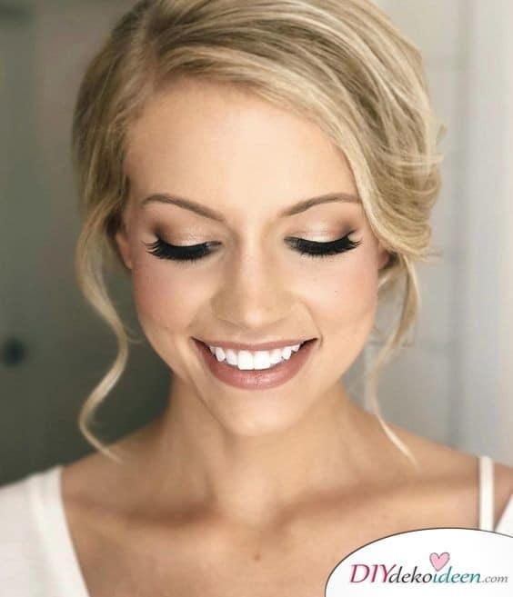 Falsche Wimpern und neutraler Lippenstift - Hochzeits Make up selber machen