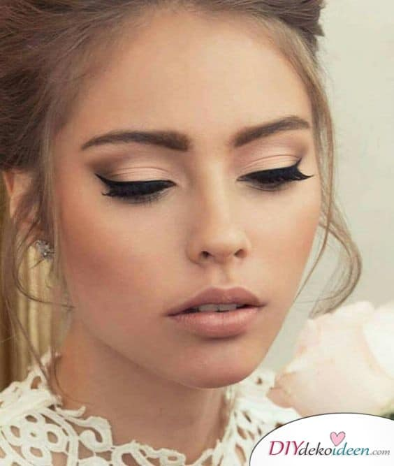 Hochzeits Make up mit geschwungenem Lidstrich