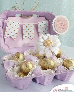 Schokoladeneier in buntem Eierkarton verpackt als Geschenk