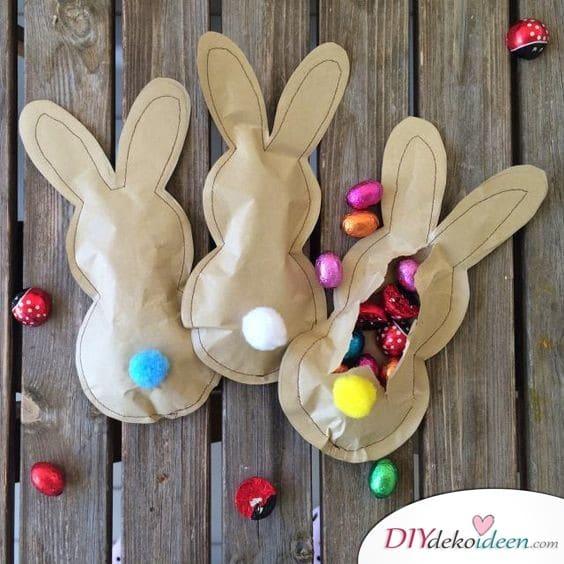 Geschenke zu Ostern – mit Süßigkeiten gefüllter Osterhase