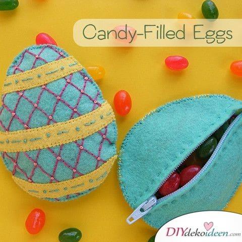 Mit Süßigkeiten gefüllte Eier