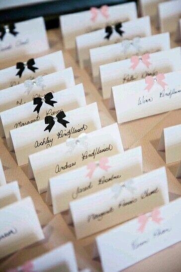 Namensschilder zur Hochzeit mit Schleifchen