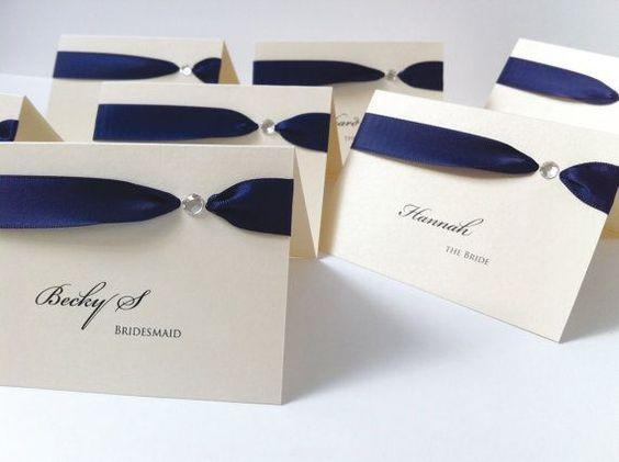 Tischkarten zur Hochzeit basteln mit Bändern