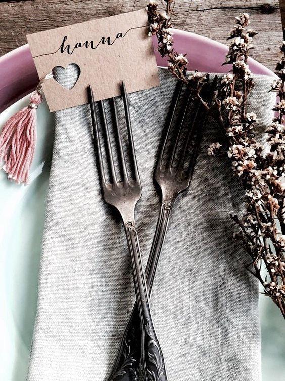 Tischkarten für Hochzeit mit Herzchen