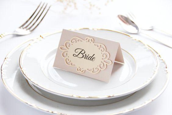 Tischkarten Ideen mit Papierspitzen