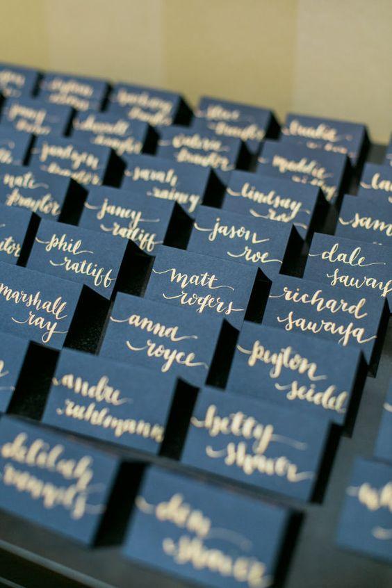 Platzkarten zur Hochzeit in Gold und Blau