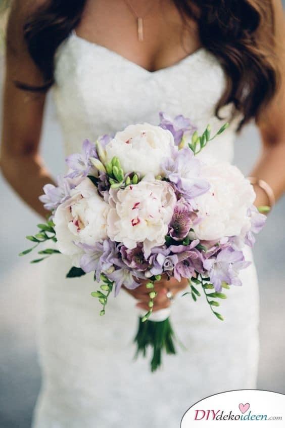Hochzeitsstrauß in zarten Farbtönen