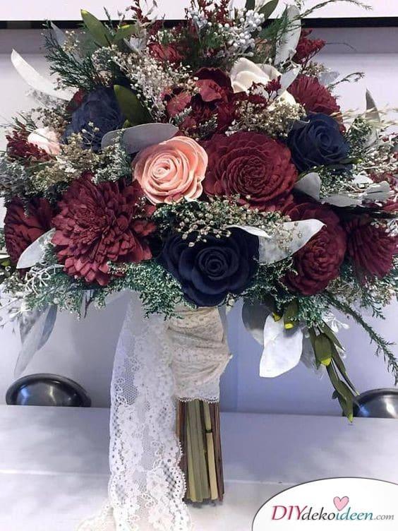 Strauß in dunklen Farben für die Hochzeit