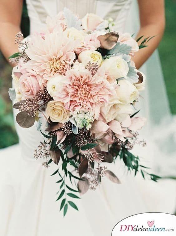 Üppiger Brautstrauß für deinen großen Auftritt