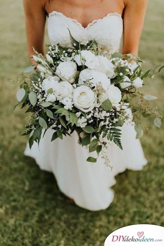 Eleganter Brautstrauß in Weiß und Grün