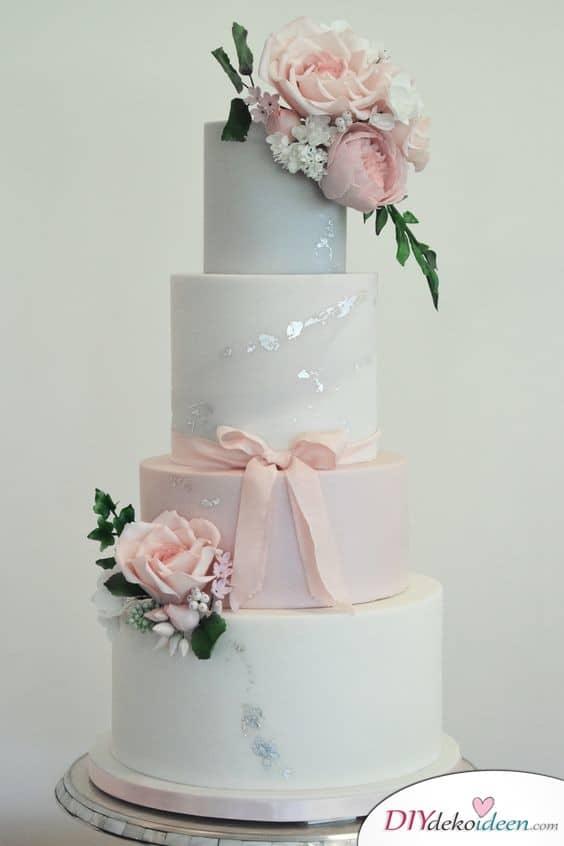 Tortendeko zur Hochzeit – Marmoreffekt und Schleife