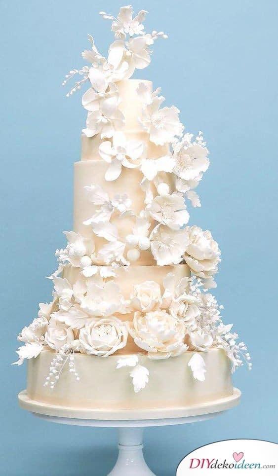 Hochzeitstorten Deko ganz in Weiß