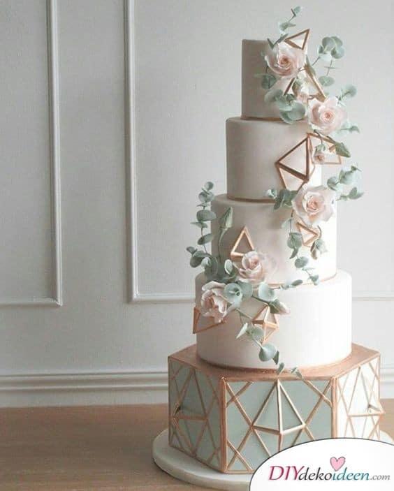 Moderne Torte mit geometrischem Muster