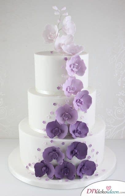 Hochzeitstorte mit Zuckerblumen im Ombré-Look