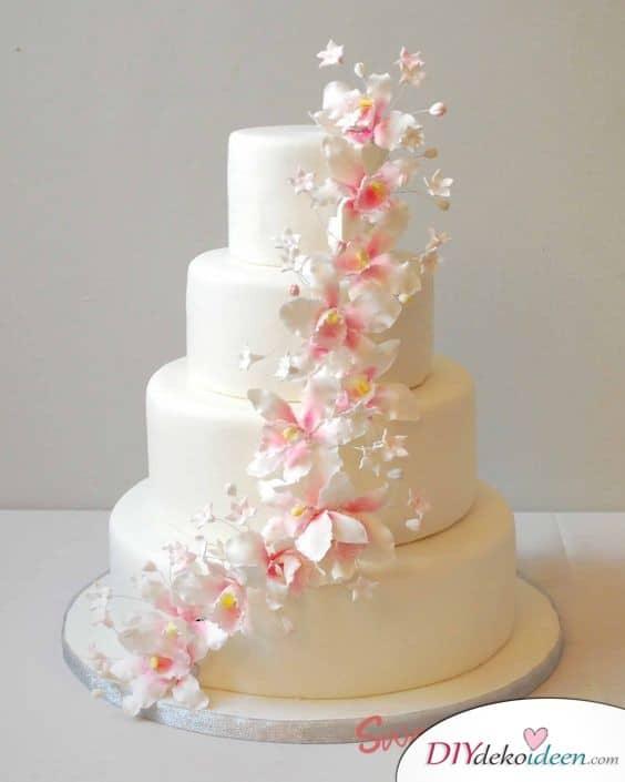 Torte mit exotischen Orchideen aus Zuckermasse