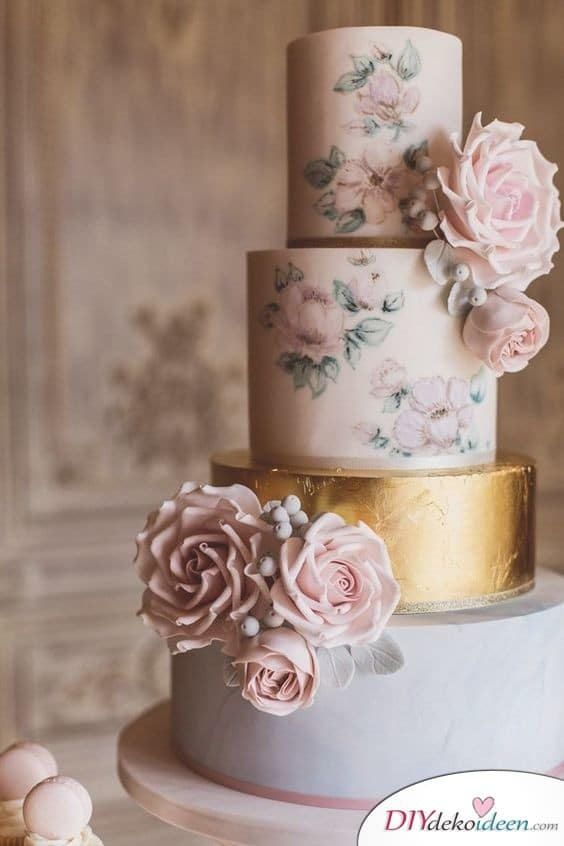 Mit Rosen bemalte Hochzeitstorte