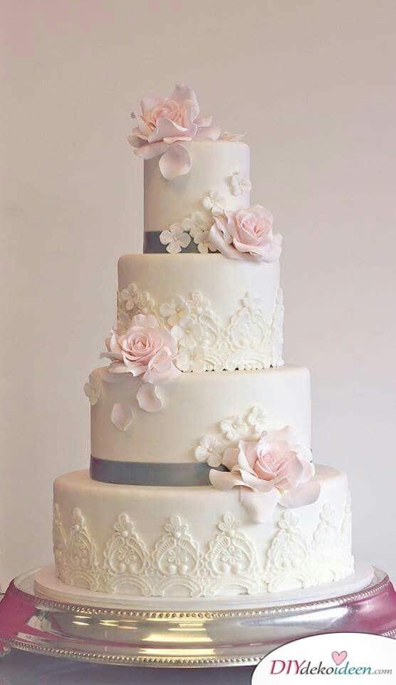 Ein Traum aus Blüten - Hochzeitstorte dekorieren