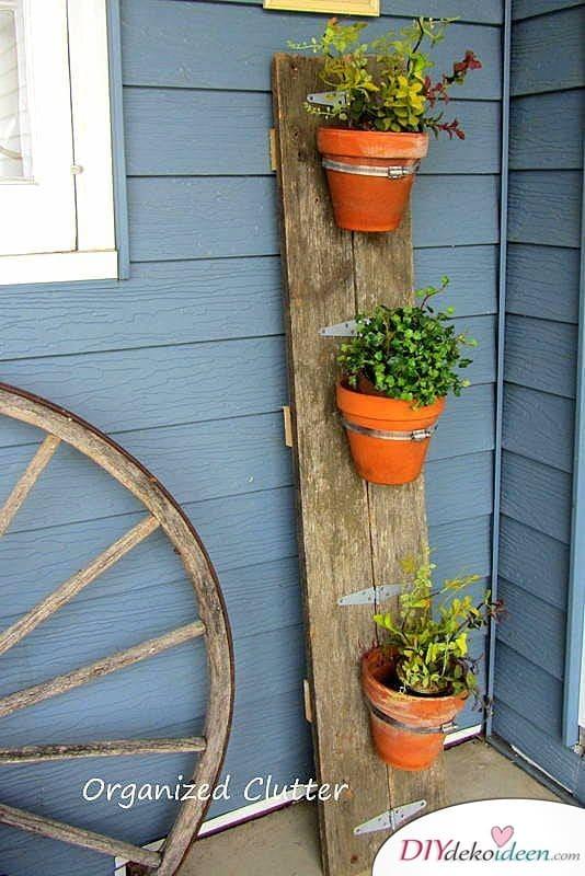 Frühlingsdeko für den Balkon - vertikales Blumenbeet