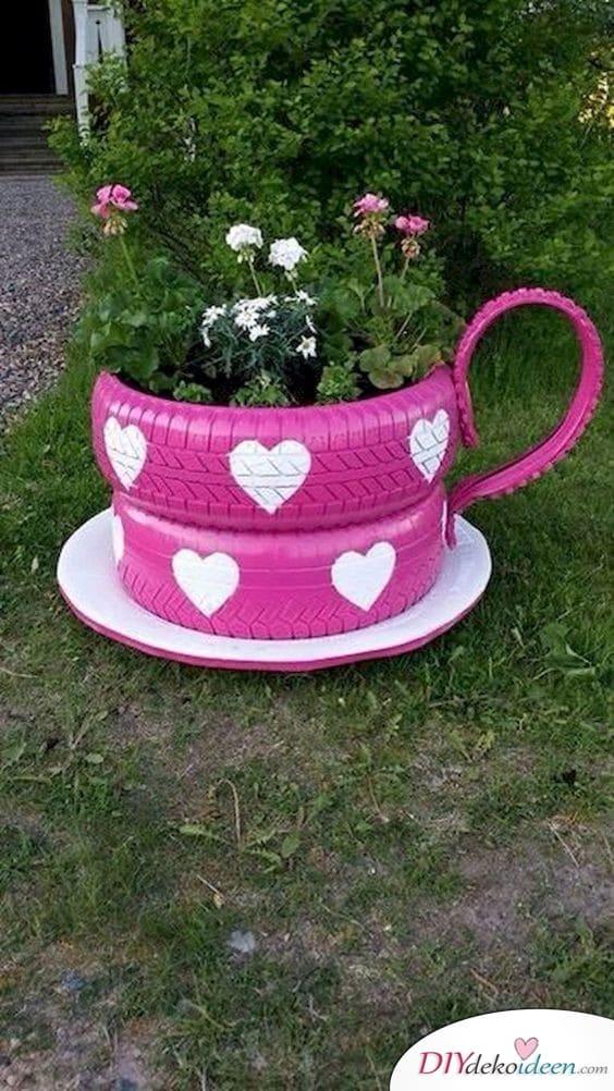 Teetasse aus Gummireifen - Frühlingsgartendeko