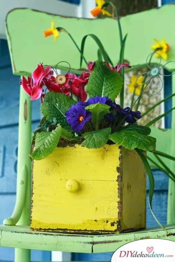 Schubladen-Blumentopf - Frühlingsdeko basteln