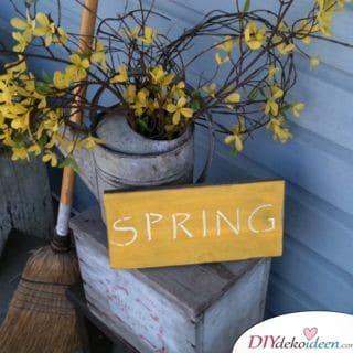 Frühlingsdeko für den Balkon mit Blumen