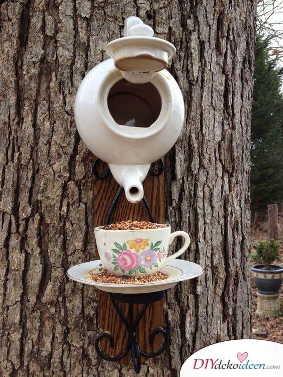 Teekannen – Vogelfutterhäuschen - Frühlingsgartendeko