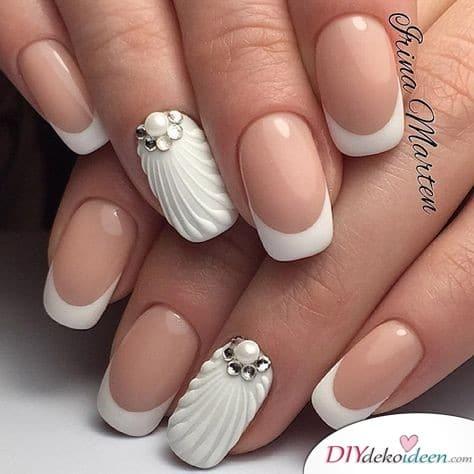 Hochzeitsnägel mit Wellenmuster