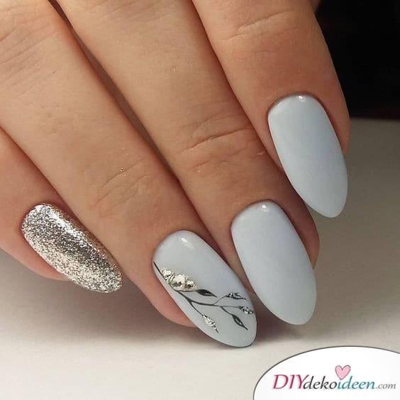 Nägel für die Braut in Grau und Silber
