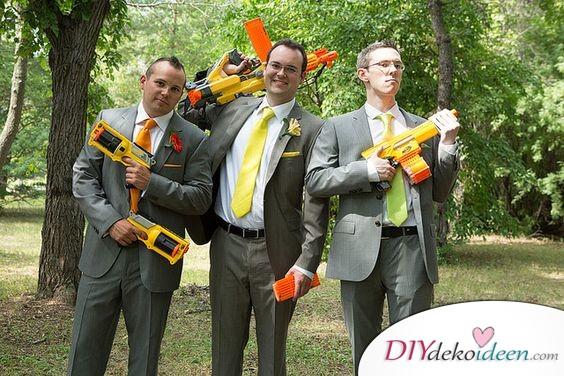Gruppenbild mit Wasserpistolen - Junggesellenabschied planen