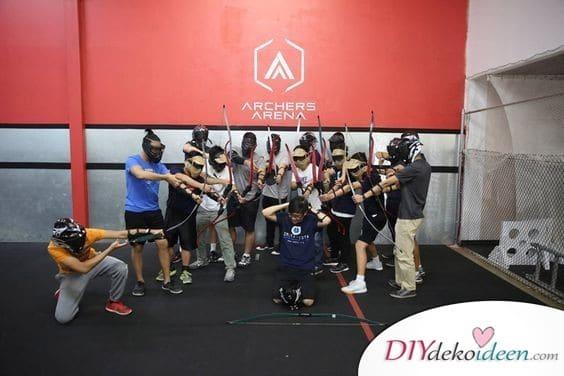 Bogenschießen fürs Gruppenfoto – JGA Spiele