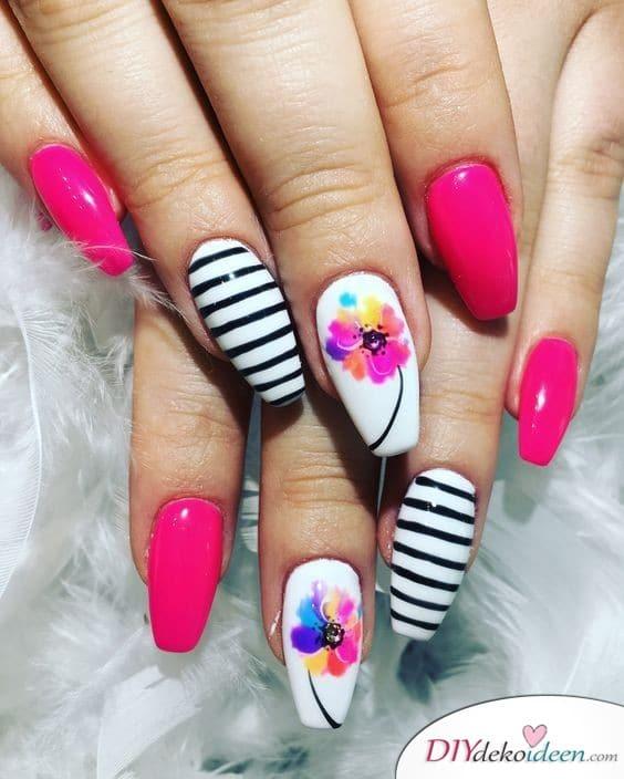 Blumen, Streifen und viel Pink – Maniküre Idee